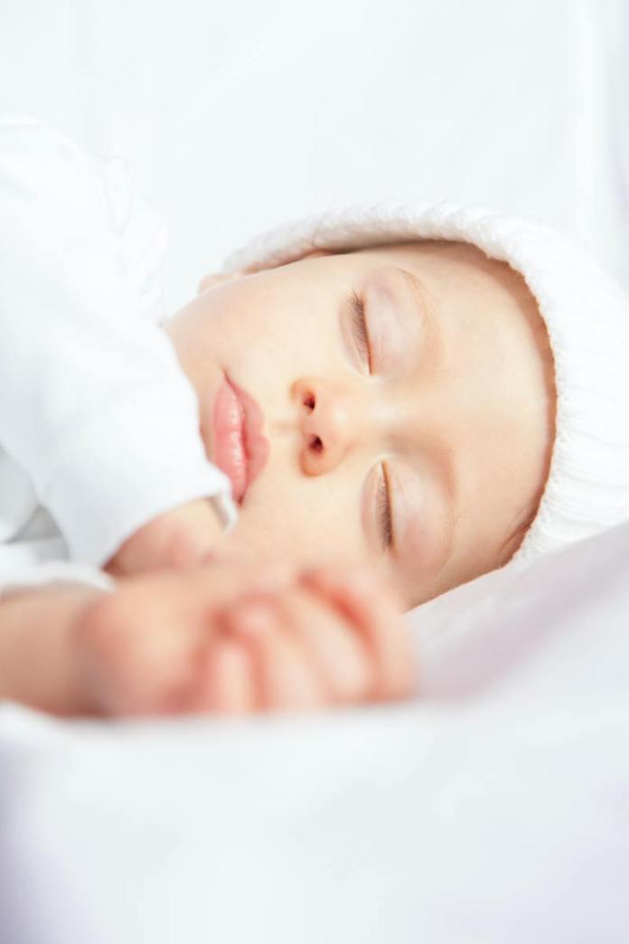 cliomakeup-culla-cosleeping-bambino-addormentato