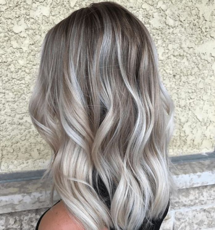 Cliomakeup-colori-capelli-pantone-2021-grigio-ultimate-gray
