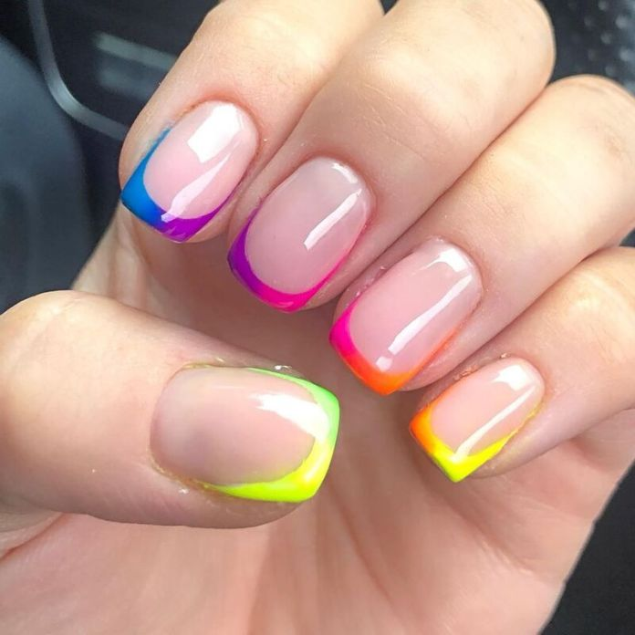 cliomakeup-funky-french-manicure-neon