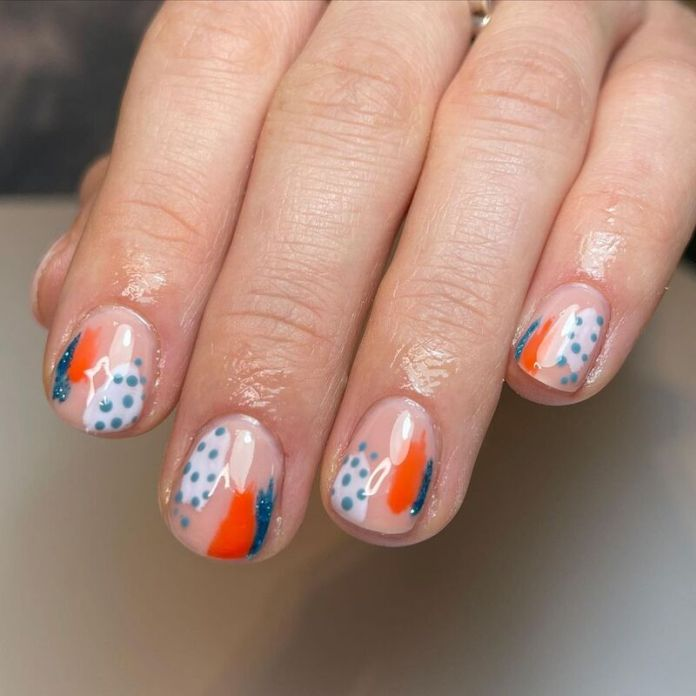 cliomakeup-abstract-nails-colorate
