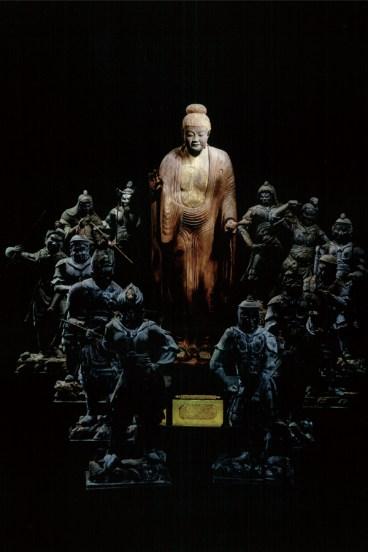 秘仏薬師如来立像と十二神将(鎌倉時代) 撮影:小平忠生