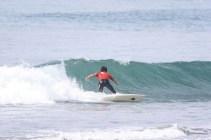 朝6時からサーフィン大会開催