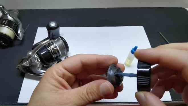 lubrificazione tappo frizione mulinello