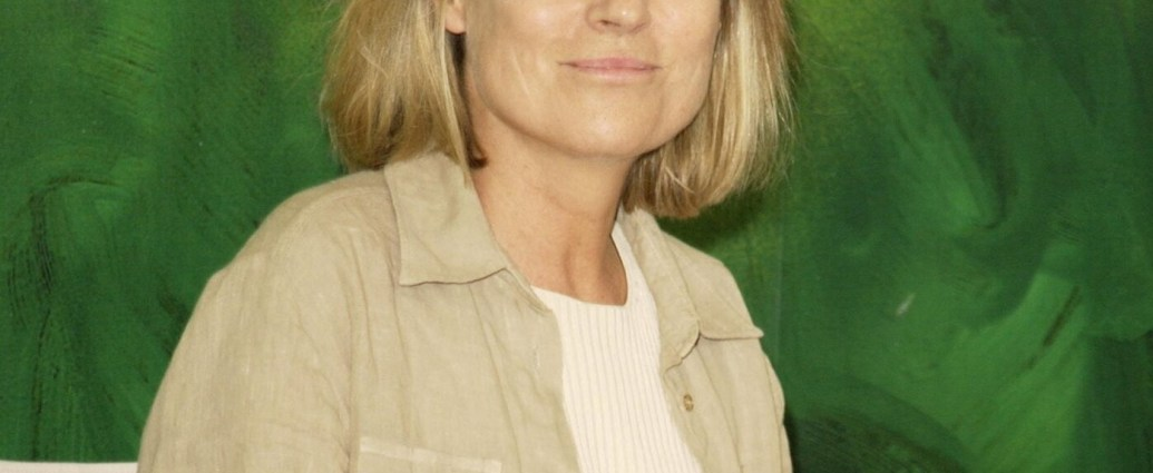 """Clare Peploe in 2001, the year her film """"Triumph of Love"""" was released. She had a knack for attracting well-known actors; that film's cast included Ben Kingsley and Mira Sorvino.Credit...J. Vespa/WireImage, via Getty Images"""