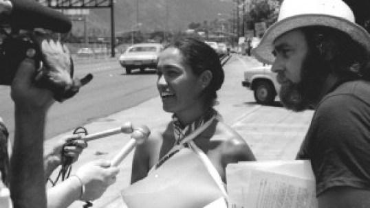 Haunani-Kay Trask and David Stannard protesting staff firings at Bishop Museum, 1985. (Photo credit: Ed Greevy)