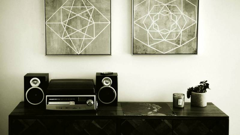 the best stereo system Photo by Spencer Selover from Pexels