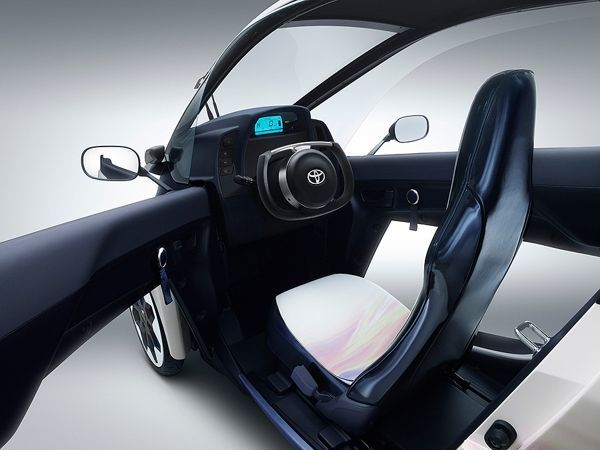 Toyota i-ROAD vehiculo electrico interior