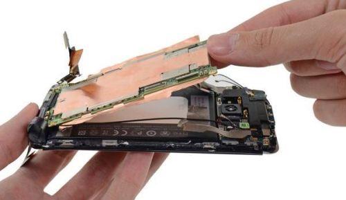 Desmontando HTC One, iFixit