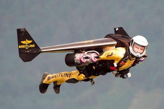'Jetman'-Yves-Rossy-flies-over-Lake-Lucerne,-Switzerland