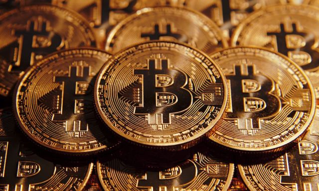 Monedas con el logo de Bitcoin