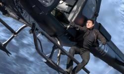 Tom Cruise en un helicóptero en la película Mission: Imposible - Fallout
