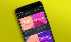 Aplicación para Android de Amazon Music en un móvil sobre un fondo verde