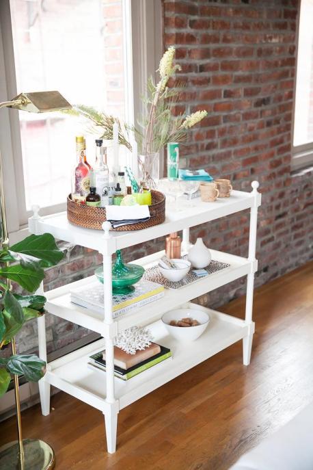 Minibar decorativo con greenery