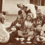 Émile Fréchon, Ouled Näil women playing cards, 1890s. Ken and Jenny Jacobson orientalist photography collection.