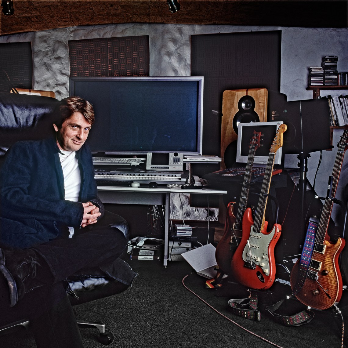 Mike-Oldfield-Studio-.jpg