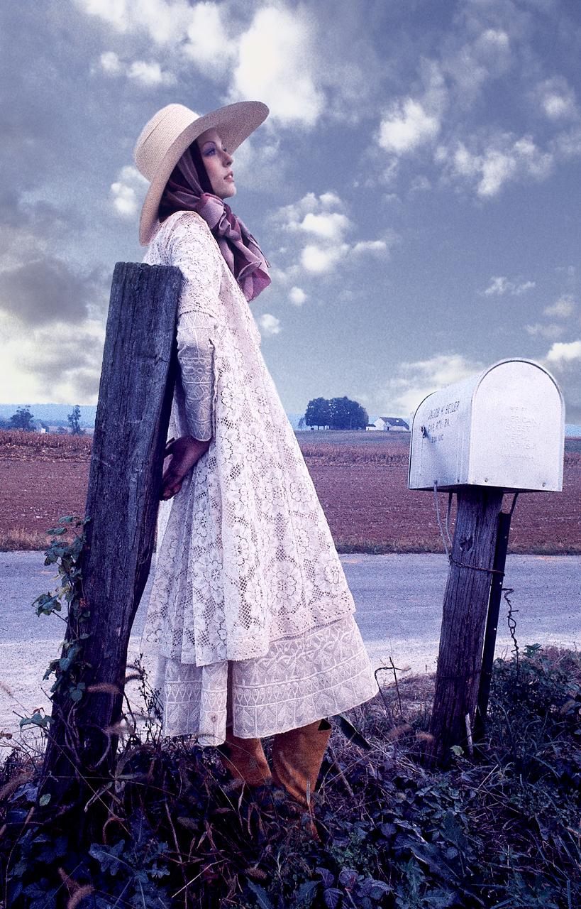 Anne-Vogue-post-box-usa.jpg