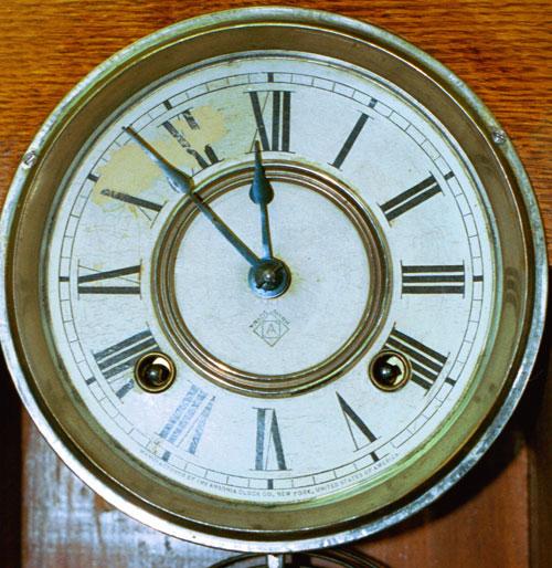Dial of Ansonia oak kitchen clock