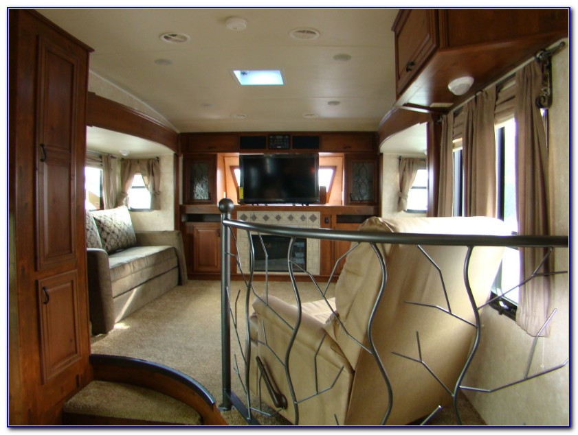2014 Fifth Wheels With Front Living Room