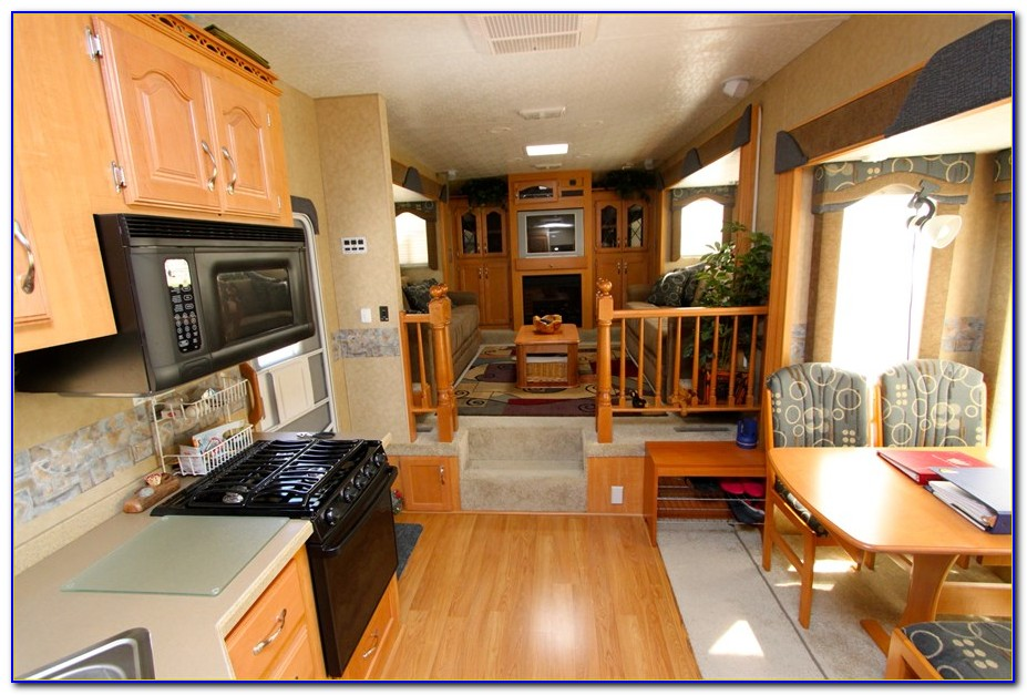 Front Living Room 5th Wheel Rv