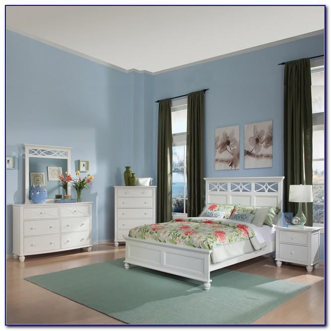 Distressed White Cottage Bedroom Furniture