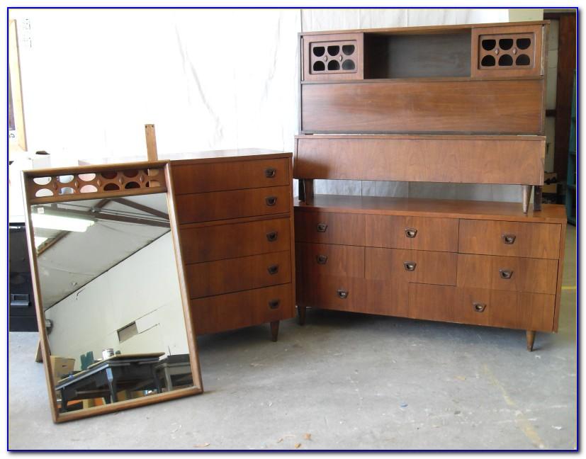 Mid Century Modern Blonde Bedroom Set