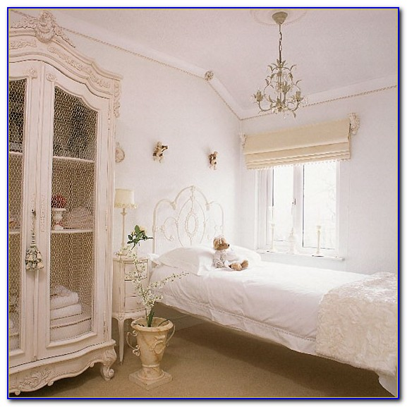 White Retro Bedroom Furniture