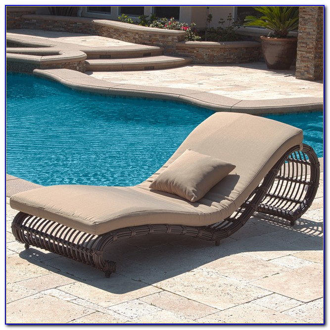 Lounge Chairs For Poolside