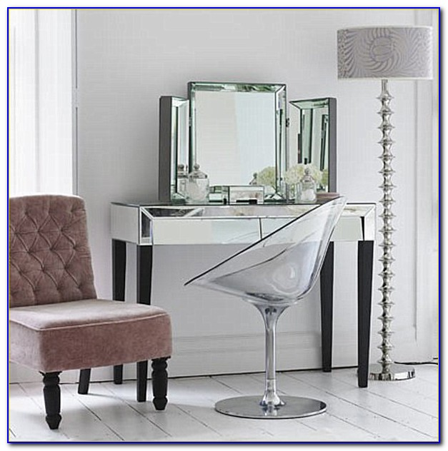 Vanity Table And Chair With Lights