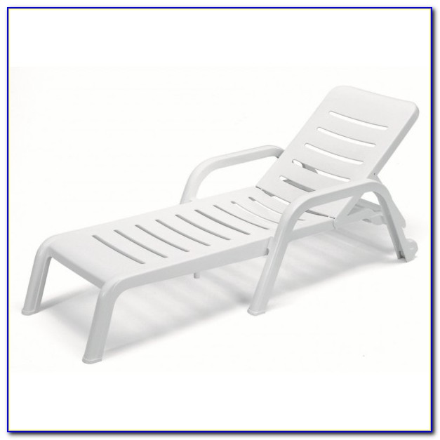White Resin Wicker Lounge Chairs