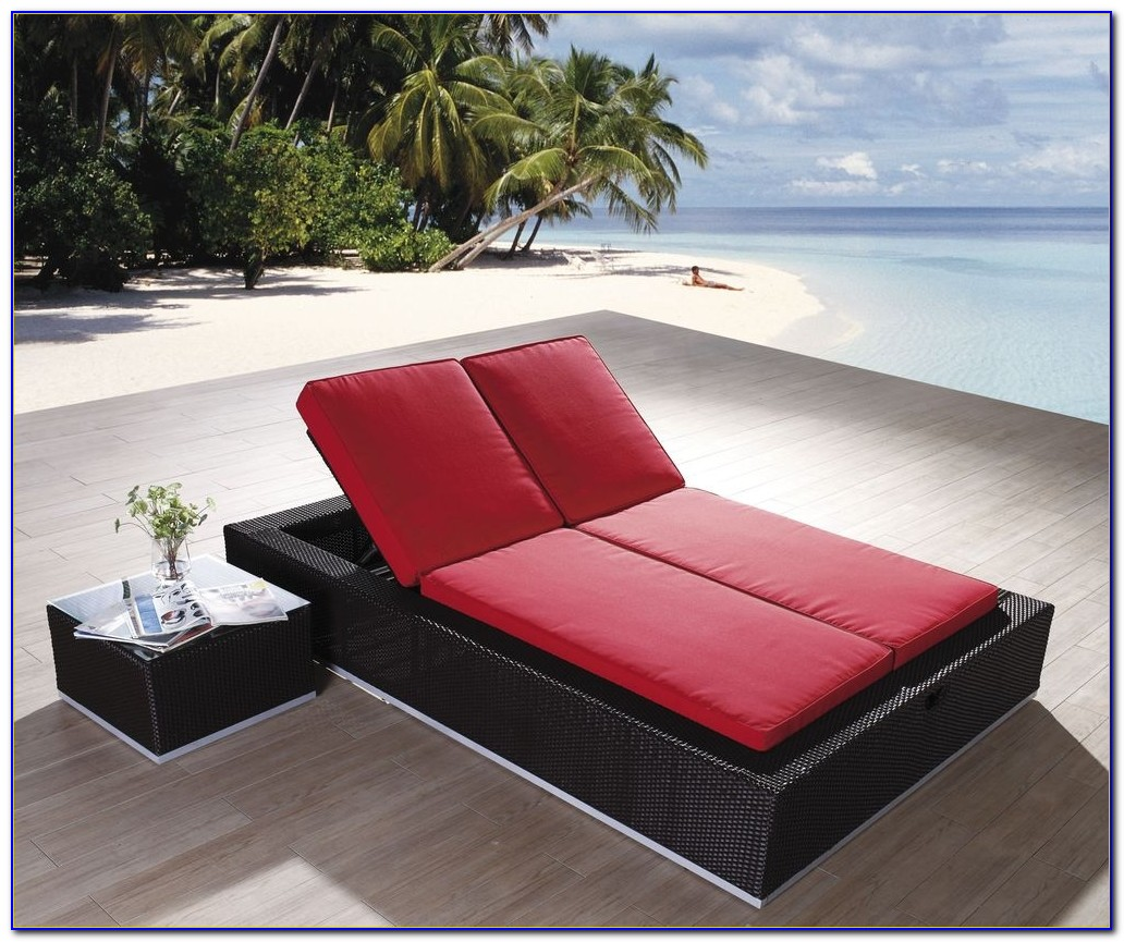 In Pool Chaise Lounge Chairs