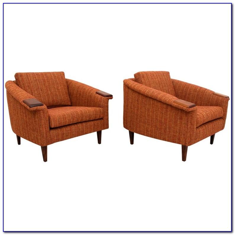 Mid Century Modern Swivel Club Chair