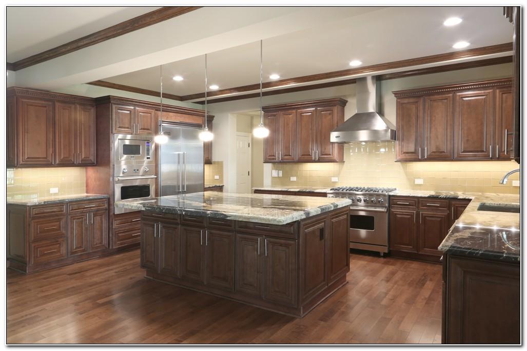 Chocolate Maple Glaze Kitchen Cabinets