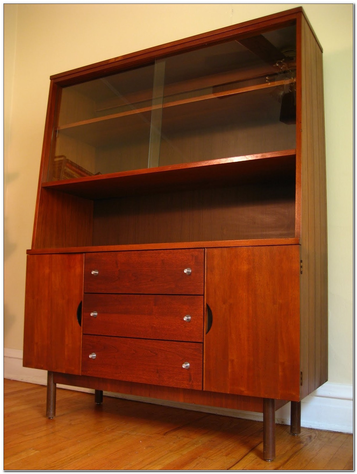 Distinctive Furniture By Stanley China Cabinet