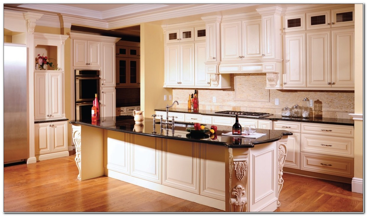 Maple Glazed Kitchen Cabinets