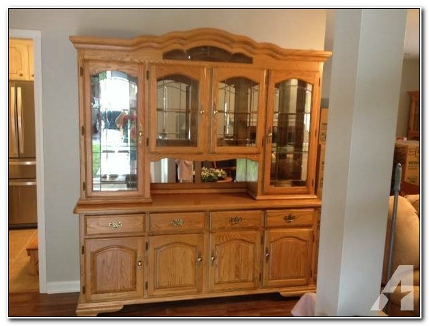 Oak China Cabinet With Hutch