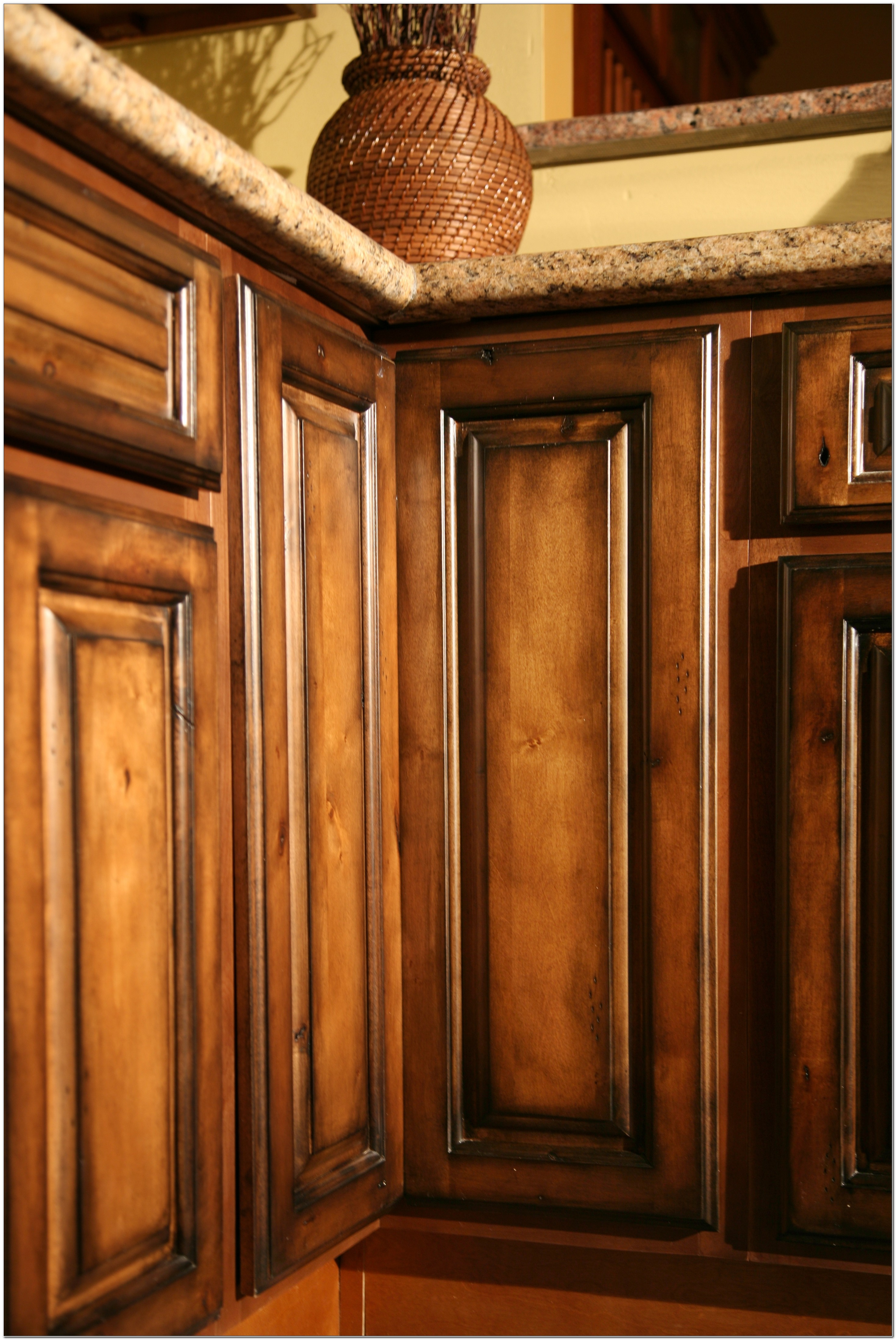 Pecan Maple Glaze Kitchen Cabinets