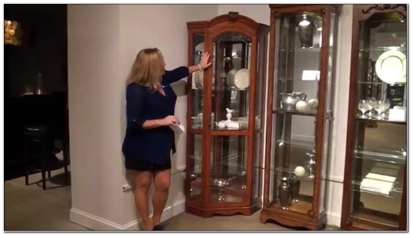 Pulaski Furniture Corner Curio Cabinet