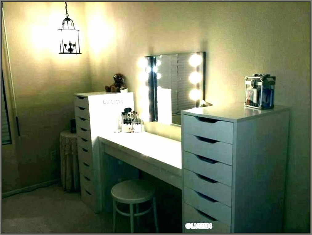 Desk With Mirror For Makeup