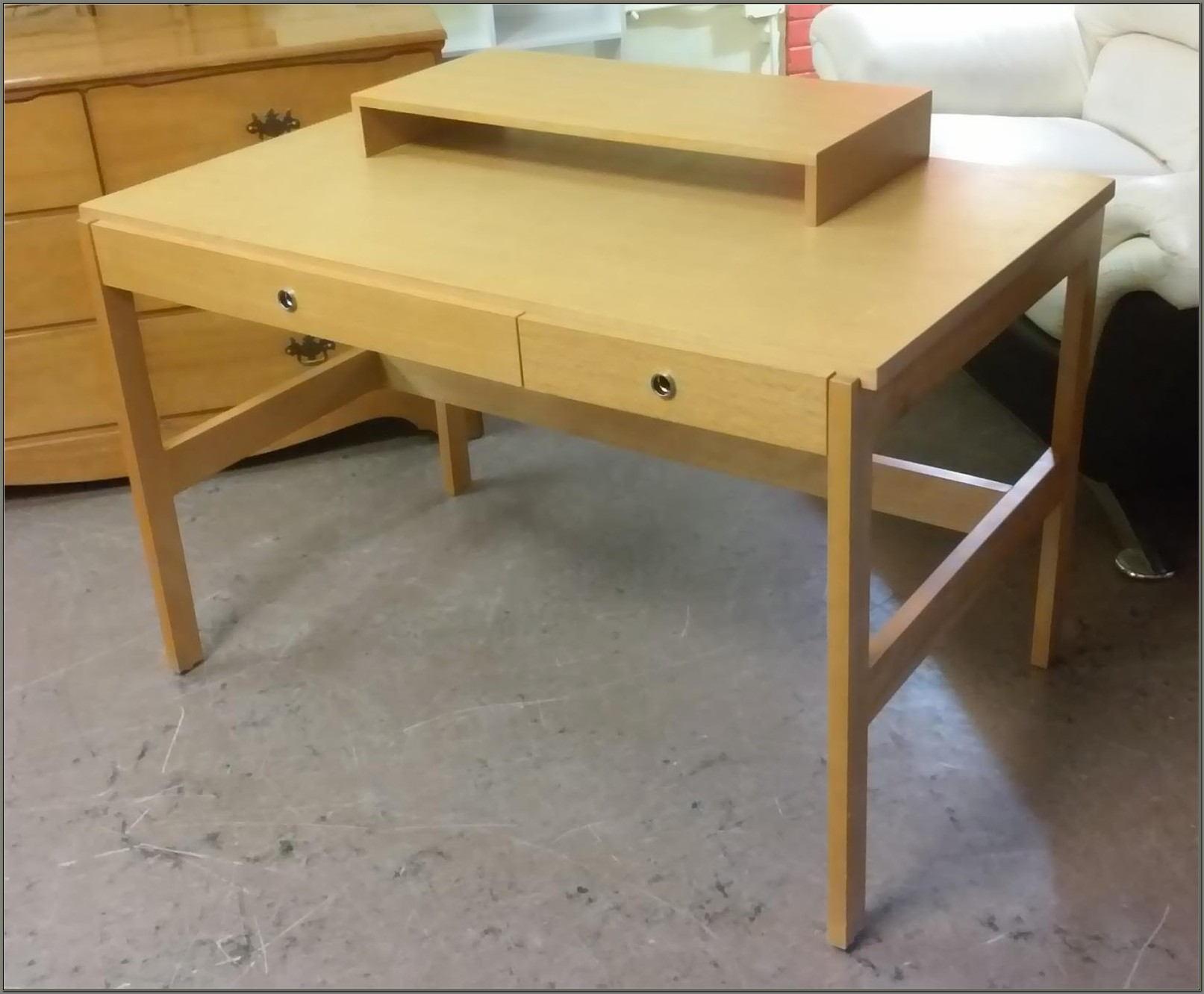 Golden Oak Desk With Hutch