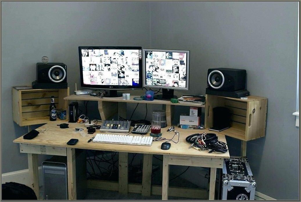 Multiple Monitor Computer Desk