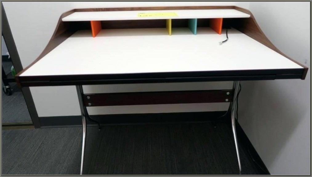 Nelson Swag Leg Desk Used