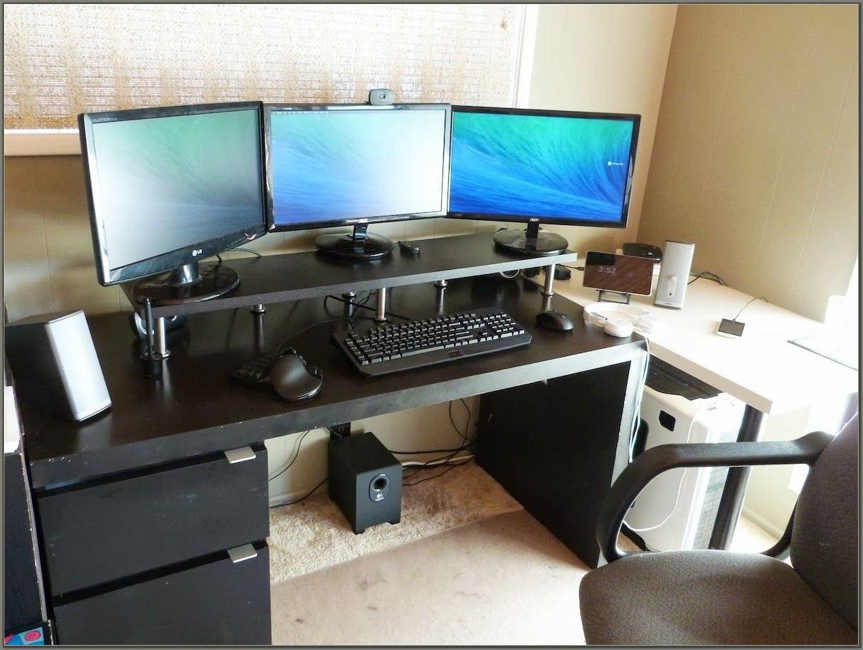 Triple Monitor Computer Desk