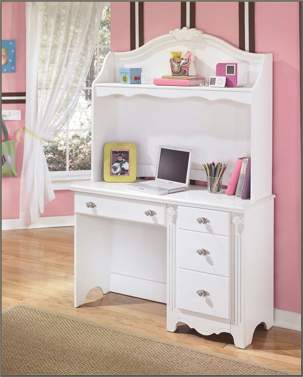 White Desk And Hutch