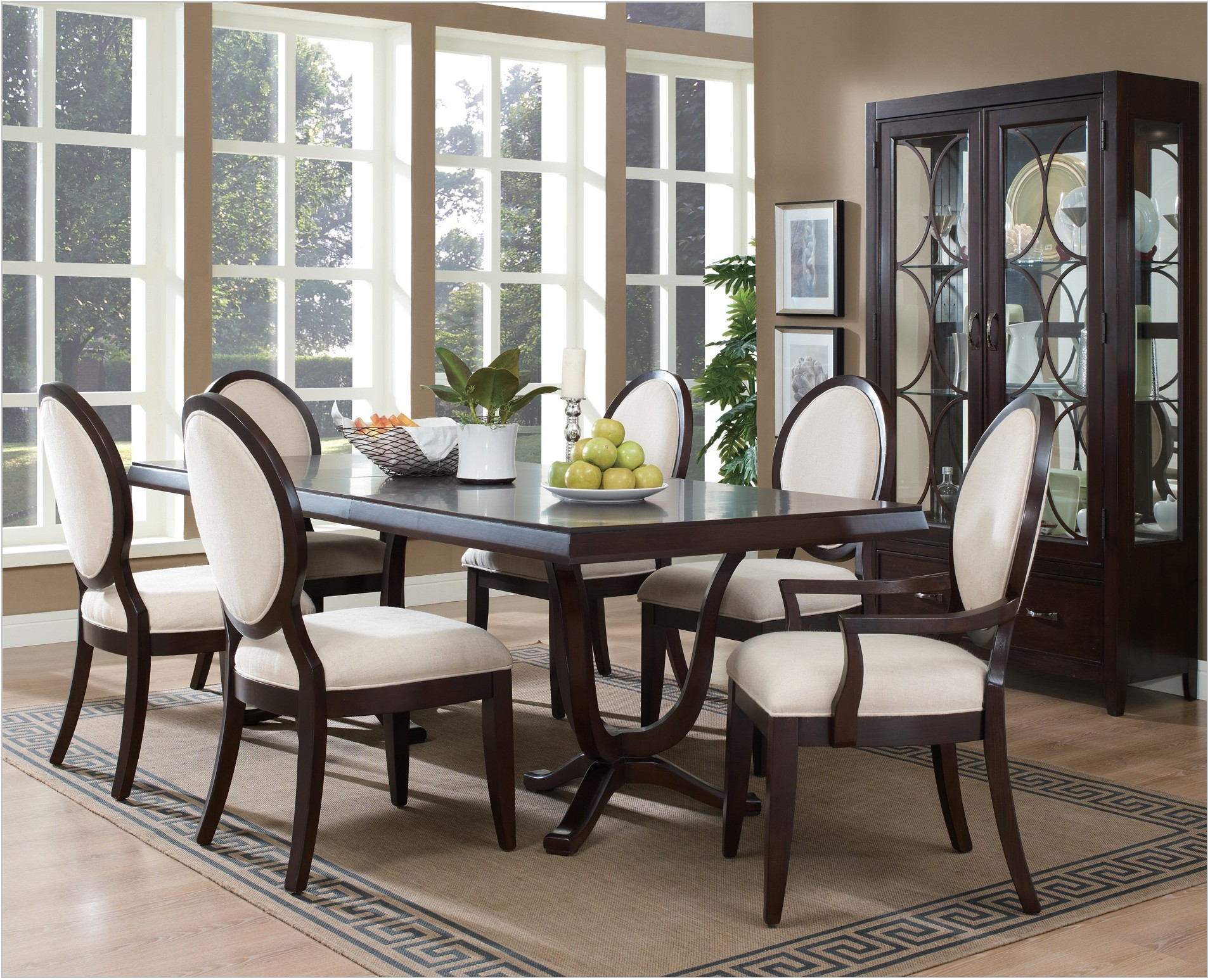 American Drew Dining Room Table And Chairs
