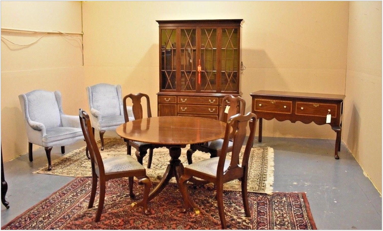 Henkel Harris Dining Room Set