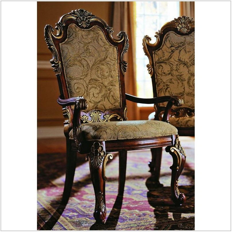 Pulaski Royale Dining Room Set
