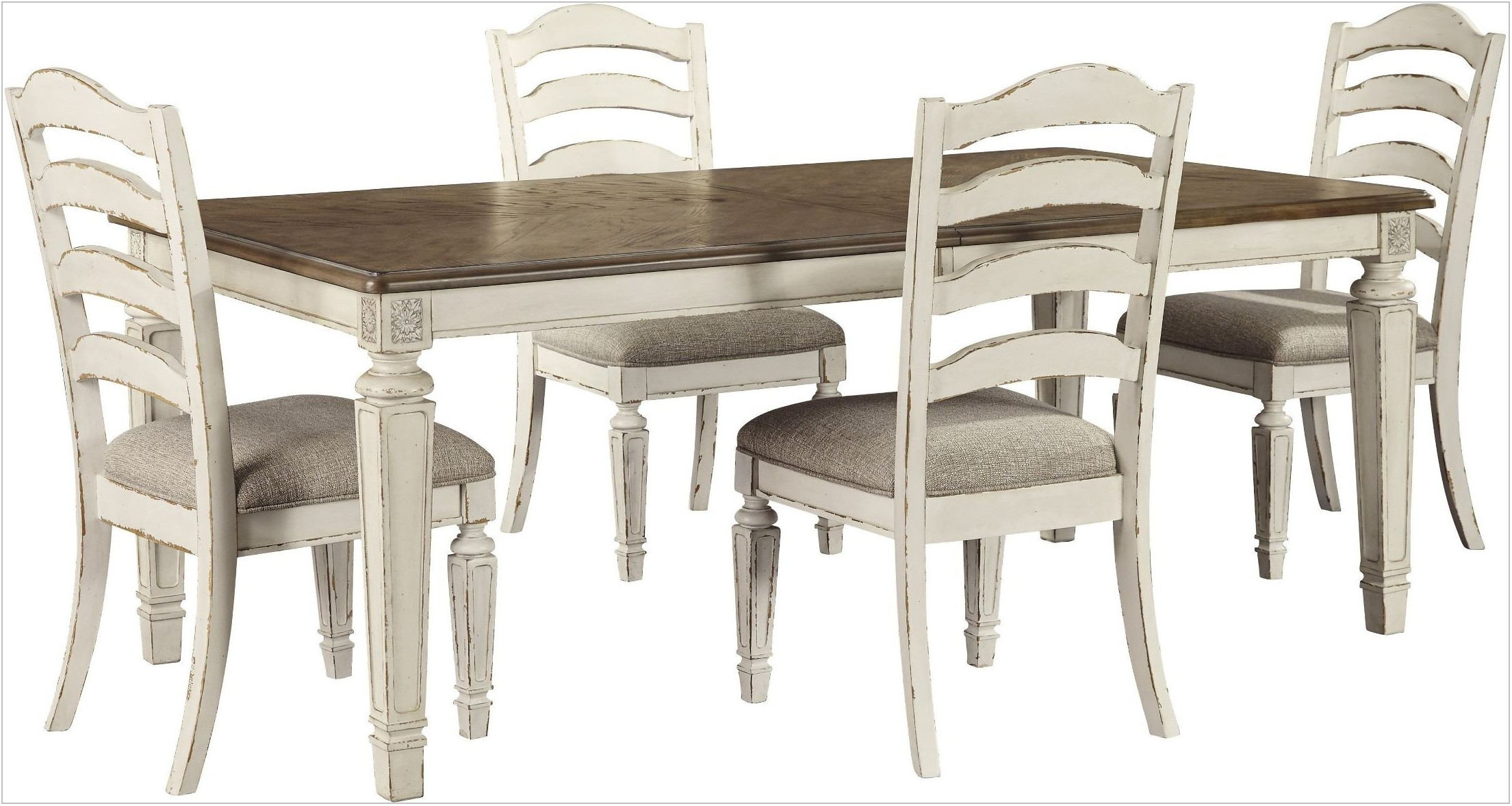 Realyn Dining Room Set