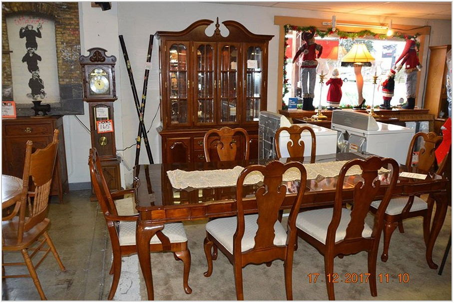 Universal Dining Room Set