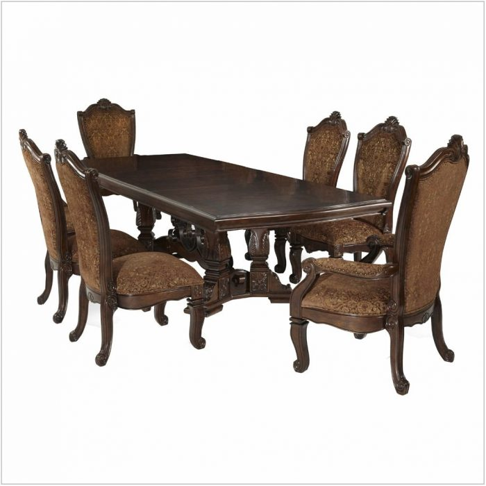 Windsor Court Dining Room Set