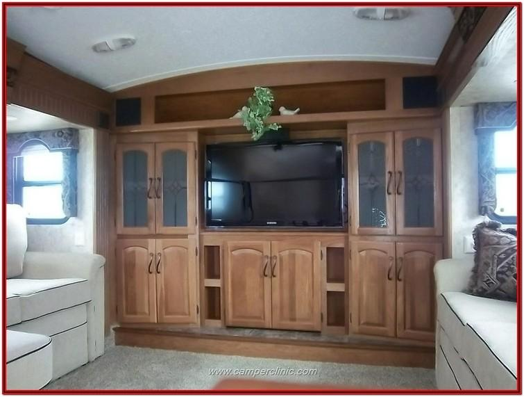 Fifth Wheel Camper With Front Living Room